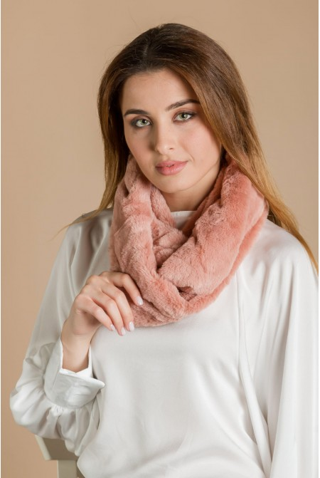 Luxurious faux fur neck in PINK color