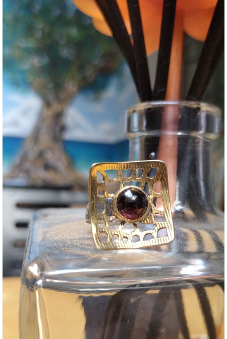 Beautiful  sterling silver ring with a nice  garnet / Garnet Ring / Anniversary ring