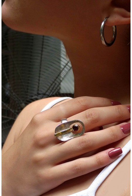 Beautiful  sterling silver ring with a nice  garnet / Garnet Ring / Anniversary ring / Gift for her   / Sterling Silver ring