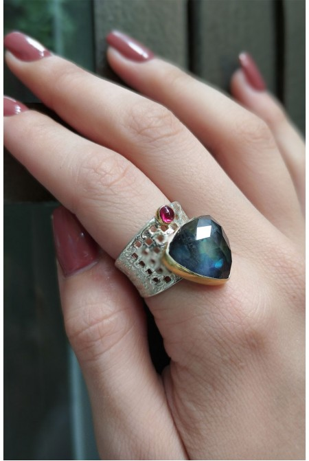 Beautiful sterling silver ring with a Labradorite and a small garnet / Labradorite Ring / Anniversary ring / Gift for her   / Sterling Silver ring