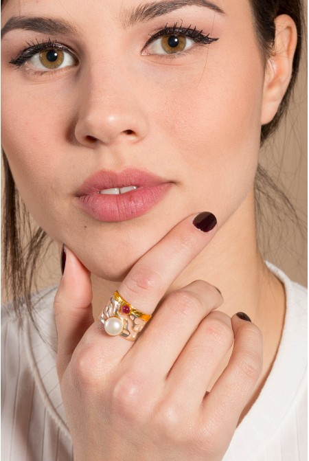 Beautiful pearl  ring  with a beautiful garnet /   Pearl Ring /  Anniversary ring / Gift for her   / Sterling Silver ring