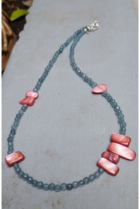 Beautifue necklace with Agate stones and silver details