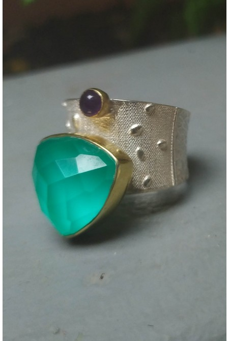 Beautiful sterling silver ring with an A˜quaprase and a smaller Amehtyst