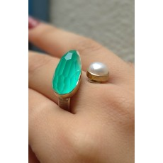 A beautiful adjustable ring of 925 sterling silver with a astonishing Aquaprase gemstone and a bright lovely PEARL.